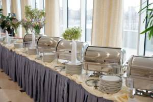Buffet vs plated meals for your wedding reception cheap talk - Decoration pour buffet ...